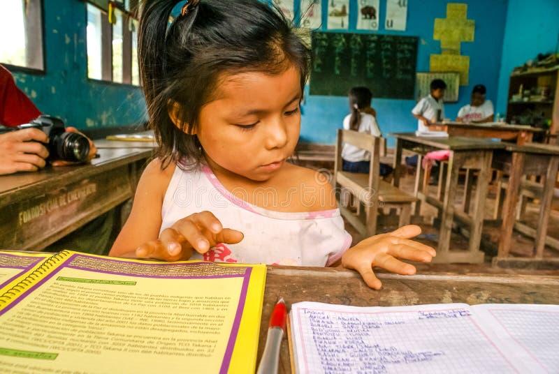 Het meisje telt aantallen in Bolivië royalty-vrije stock afbeeldingen