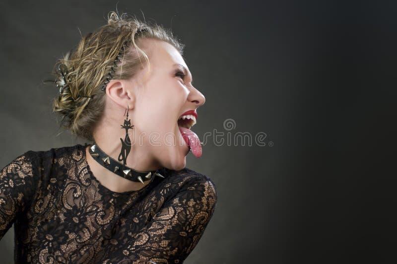 Het meisje toont de taal stock afbeelding