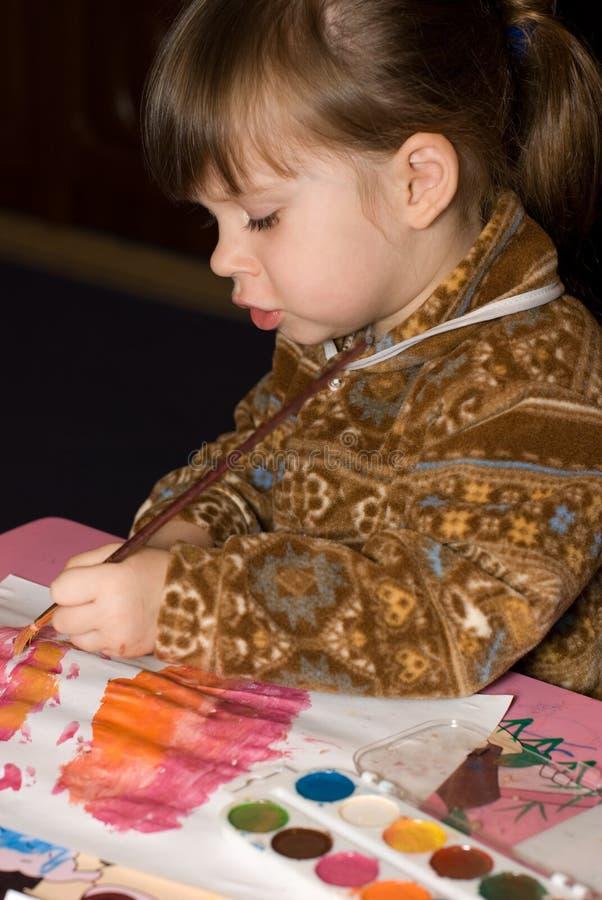 Het meisje trekt verven stock fotografie