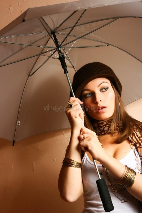 Het Meisje van de aantrekkingskracht met Paraplu royalty-vrije stock afbeeldingen