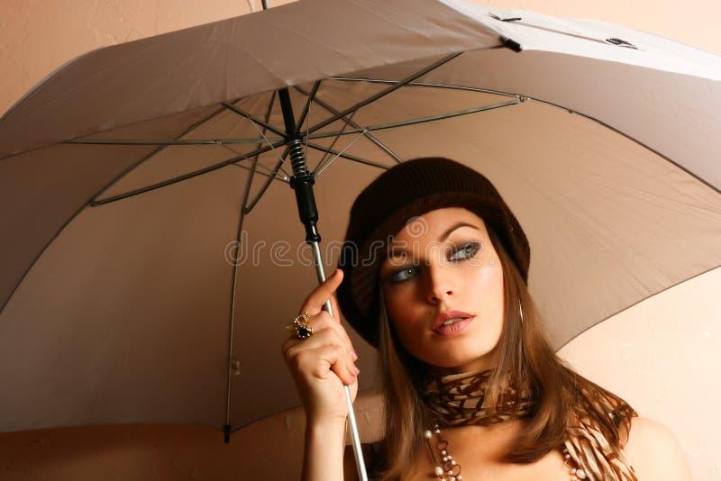 Het Meisje van de aantrekkingskracht met Paraplu stock afbeeldingen