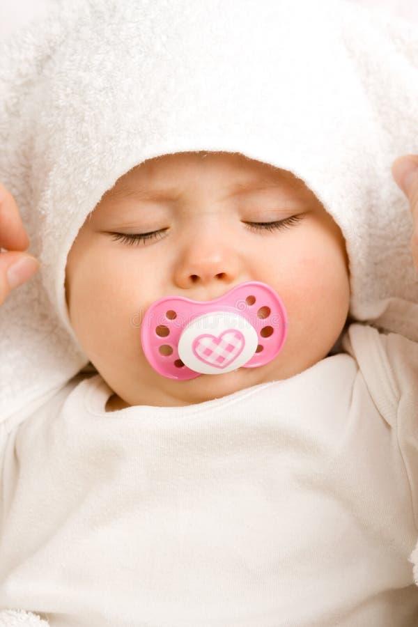Het meisje van de baby met fopspeen stock foto