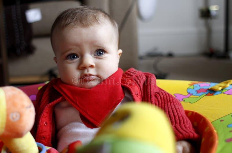 Het meisje van de baby met speelgoed stock afbeeldingen