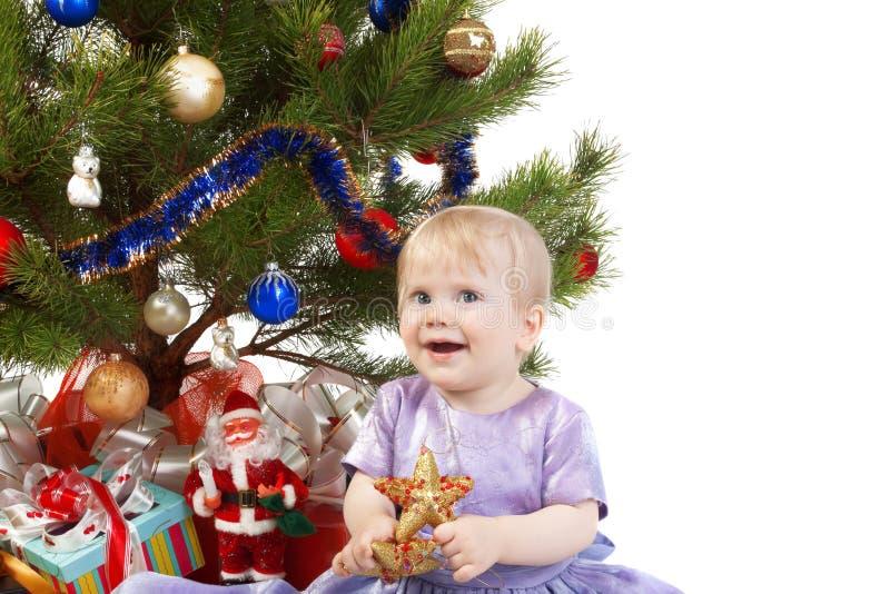 Het meisje van de baby onder de Kerstboom royalty-vrije stock fotografie