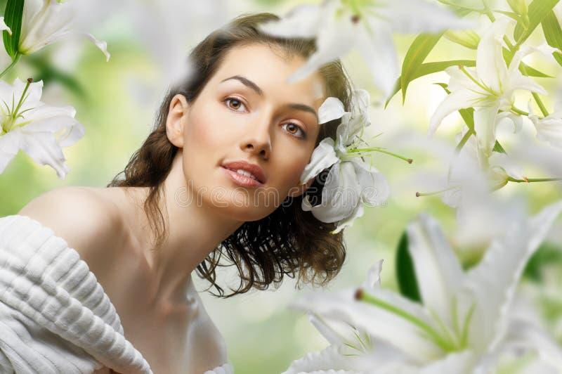Het meisje van de bloem stock afbeelding
