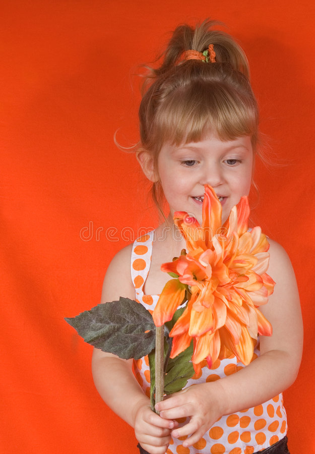 Het Meisje van de blonde in Sinaasappel stock foto
