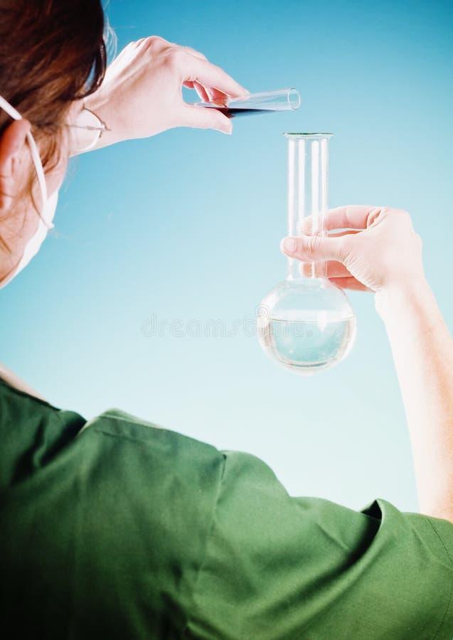 Het meisje van de chemicus stock foto's