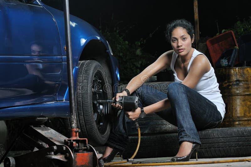 Het Meisje van de garage royalty-vrije stock afbeeldingen