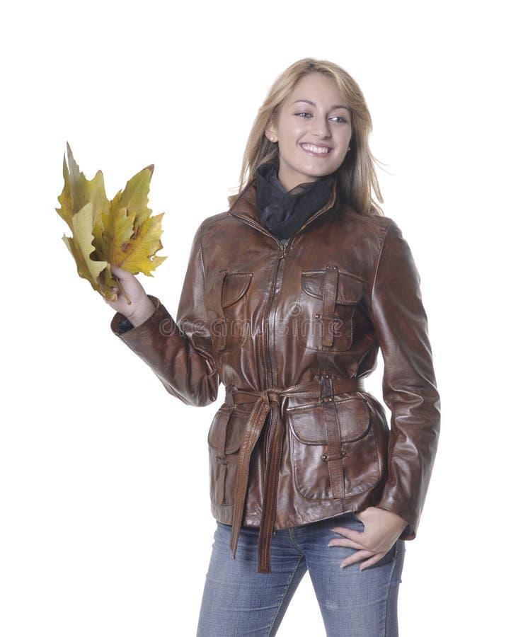 Het meisje van de herfst met bladeren royalty-vrije stock afbeeldingen