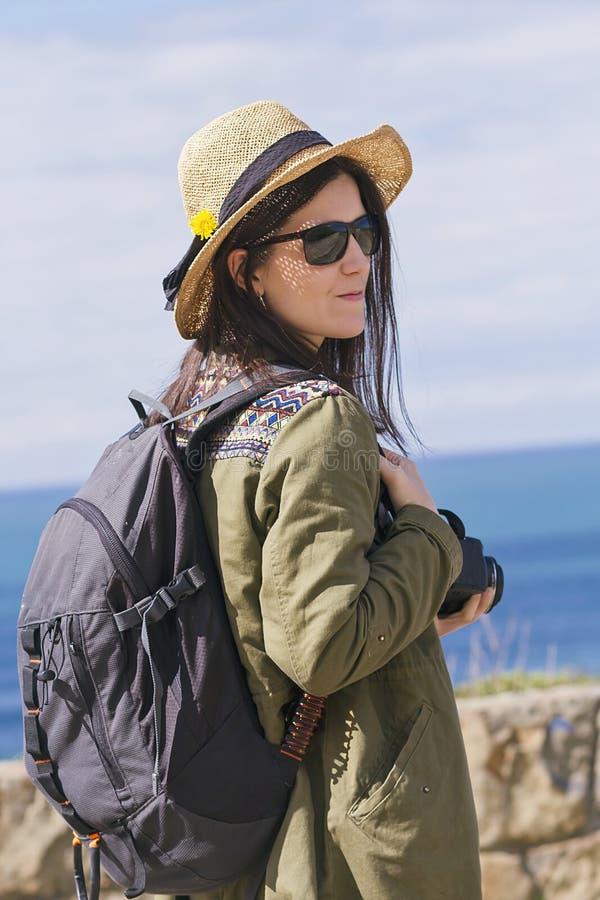 Het meisje van de Hipsterreiziger stock foto's