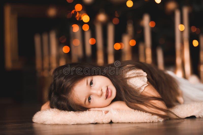 Het meisje van de Kerstmisbaby in ruimte royalty-vrije stock foto