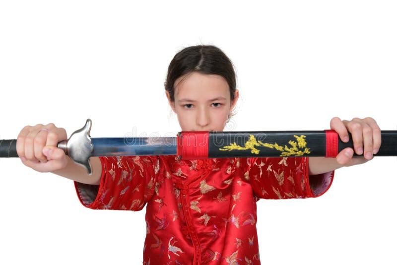 Het meisje van de kungfu neemt zwaard stock foto's