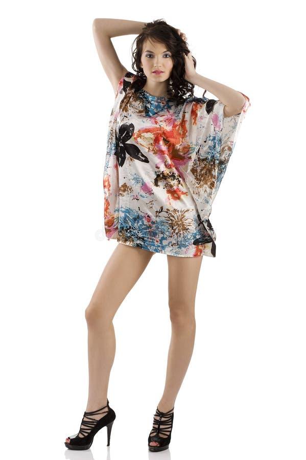 Het meisje van de manier met kleurenkleding stock afbeelding