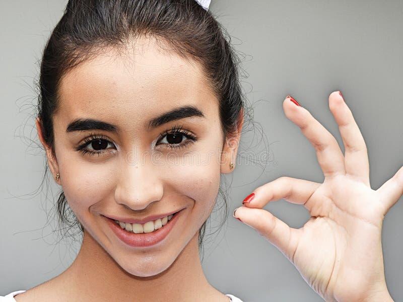 Download Het Meisje Van De Minderheidstiener En Klein Stock Foto - Afbeelding bestaande uit tiener, minderheden: 107702824