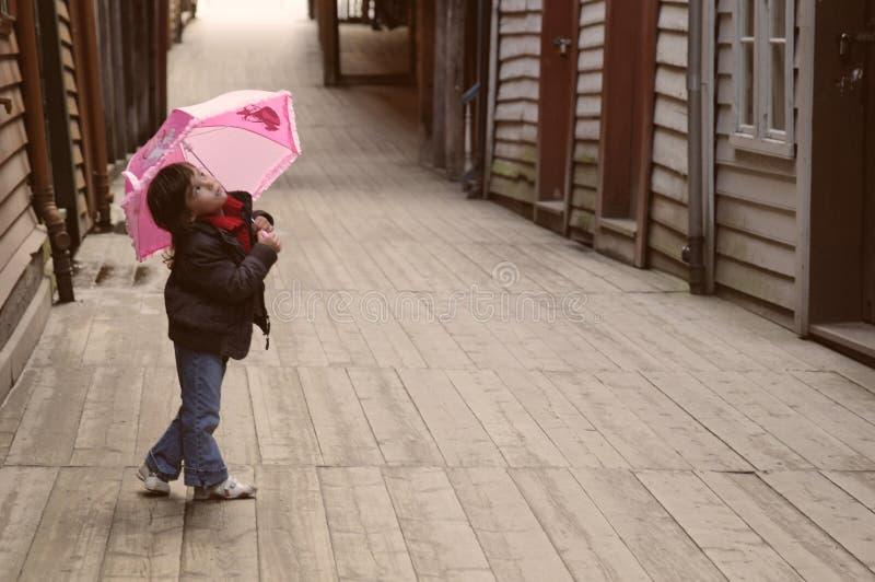 Het meisje van de paraplu stock afbeelding