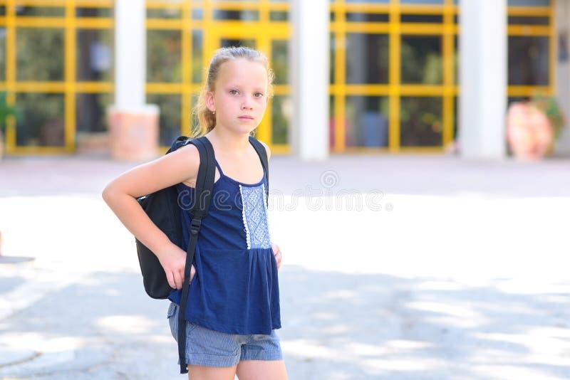 Het Meisje van de Portrairtiener terug naar School stock fotografie