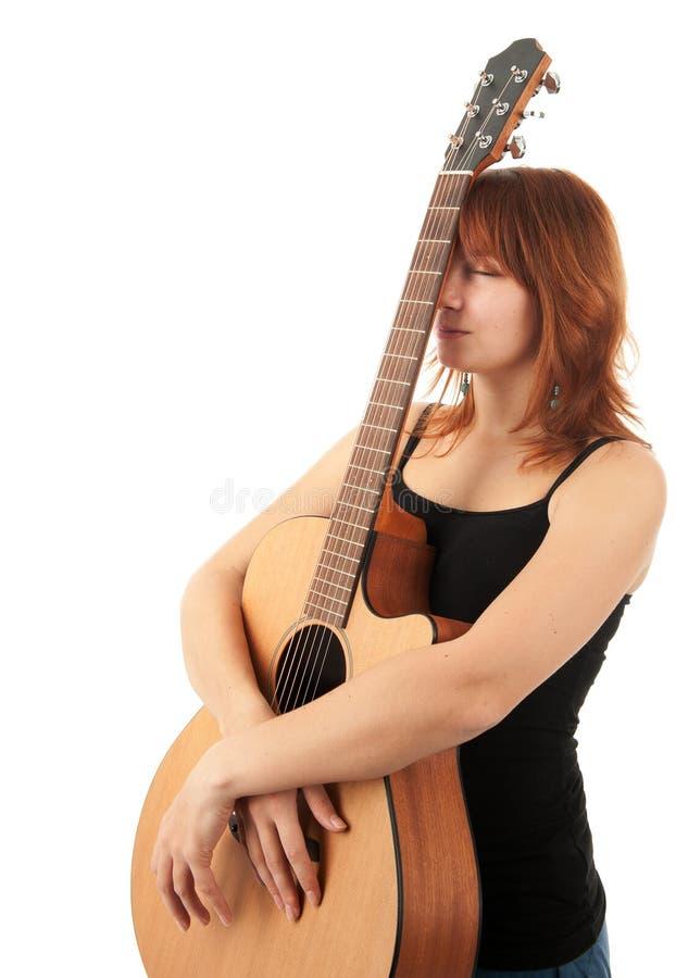 Het Meisje van de roodharige met gitaar royalty-vrije stock foto