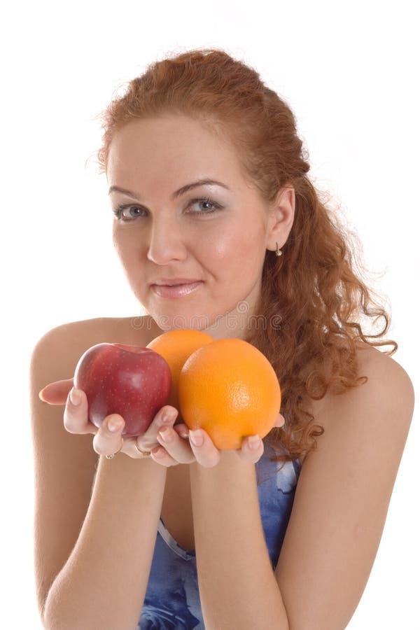 Het meisje van de roodharige op gezond dieet stock foto's
