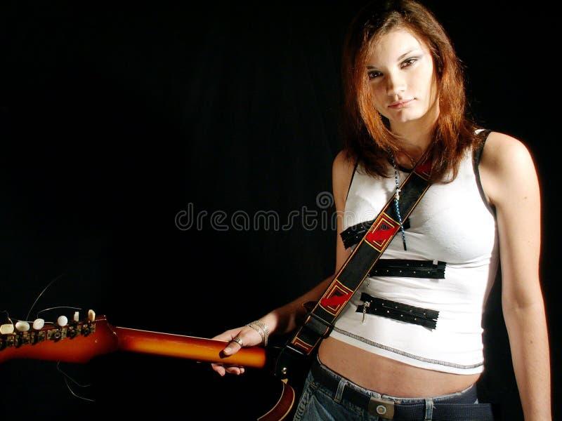 Het meisje van de rots met gitaar stock foto