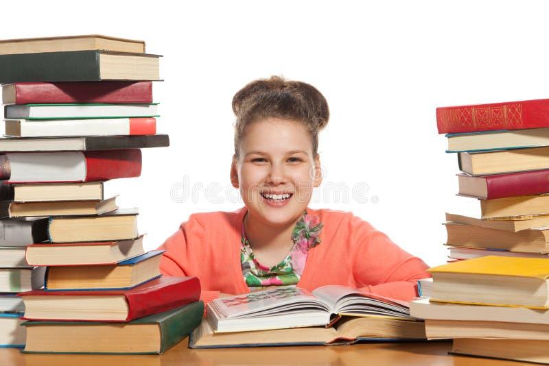 Het meisje van de school met boeken stock foto's