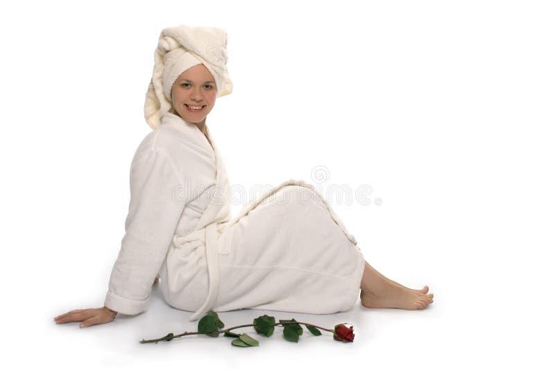 Het meisje van de schoonheid in handdoek na douche stock fotografie