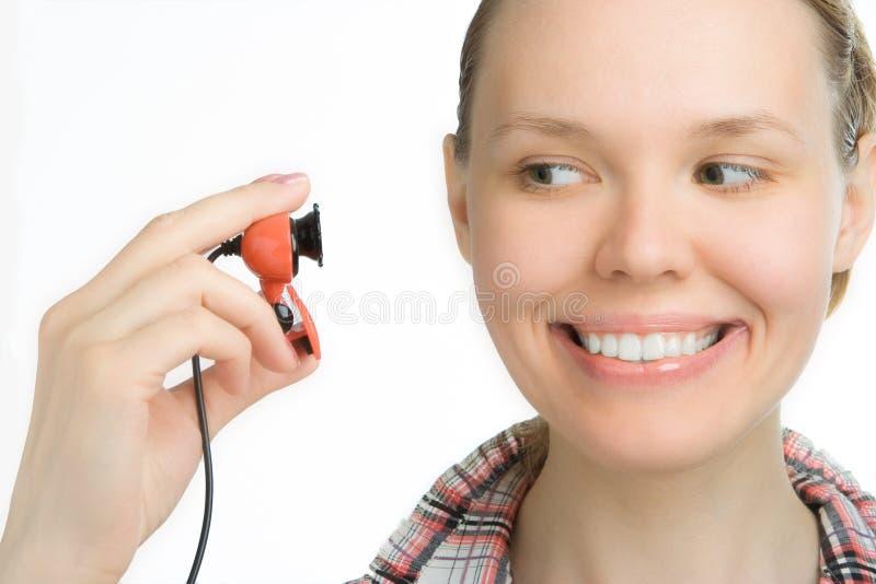 Het meisje van de schoonheid kijkt in webcamera royalty-vrije stock foto's