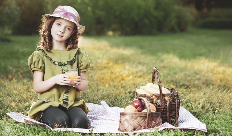 Het meisje van de schoonheid met juce royalty-vrije stock foto's
