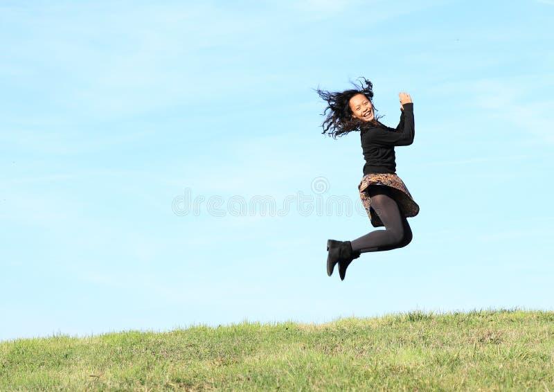 Het meisje van de sprong stock afbeelding