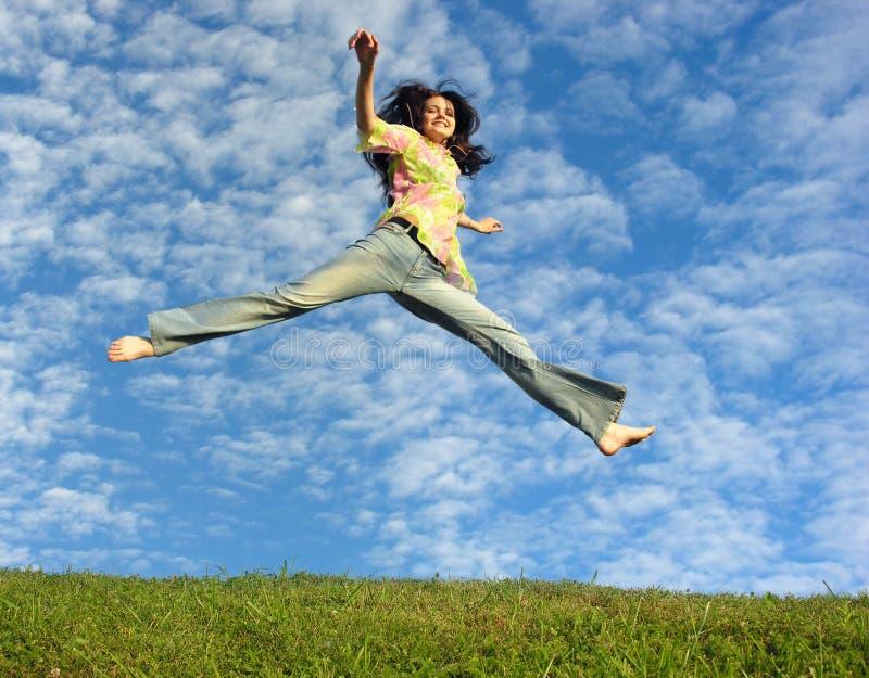 Het meisje van de sprong stock fotografie
