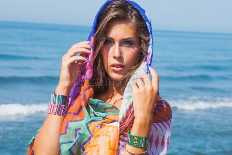 Het meisje van de strandmanier stock fotografie