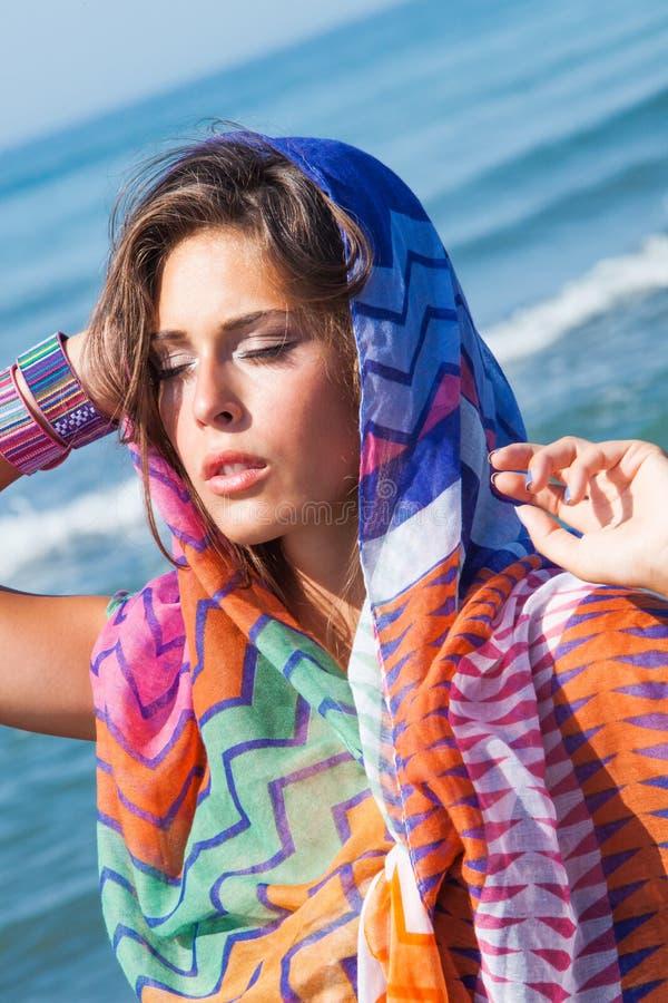 Het meisje van de strandmanier stock afbeelding