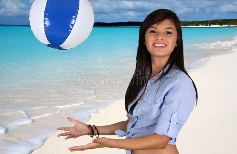 Het Meisje Van De Tiener Bij Strand Stock Afbeelding