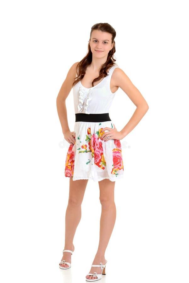 Het meisje van de tiener in de kleding van de bloemzomer royalty-vrije stock foto