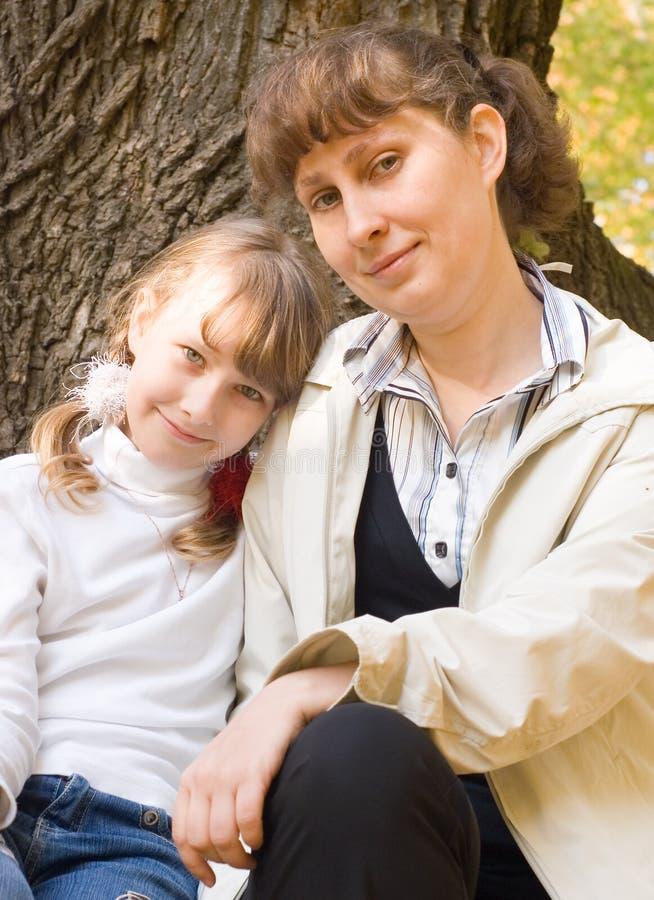 Het meisje van de tiener en haar moeder royalty-vrije stock afbeeldingen