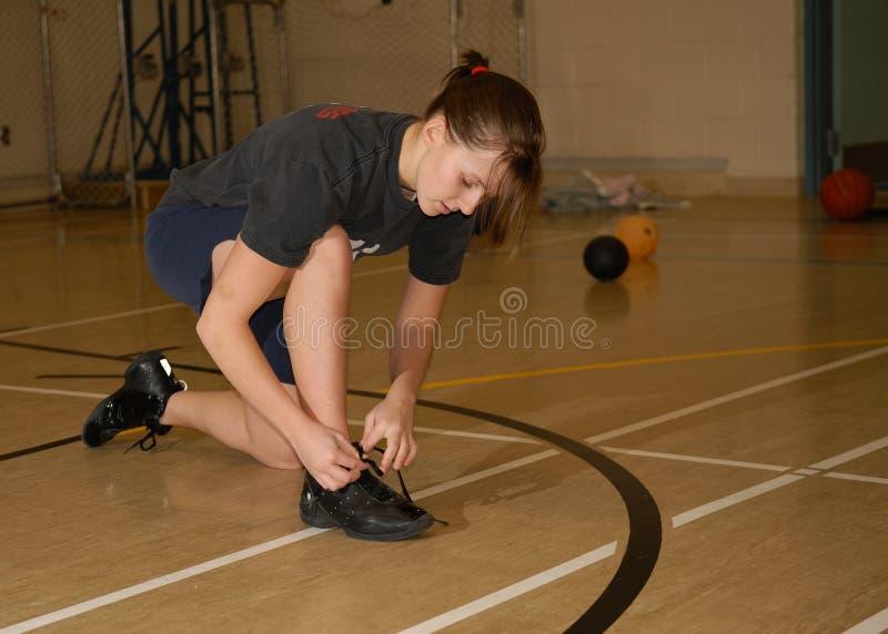 Het Meisje van de tiener in Gymnasium stock fotografie