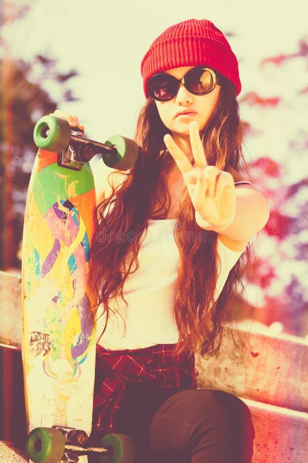 Het Meisje van de vredesschaatser stock foto's
