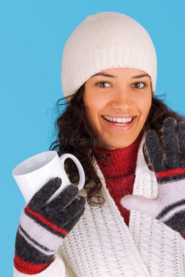 Het meisje van de winter het drinken thee royalty-vrije stock fotografie