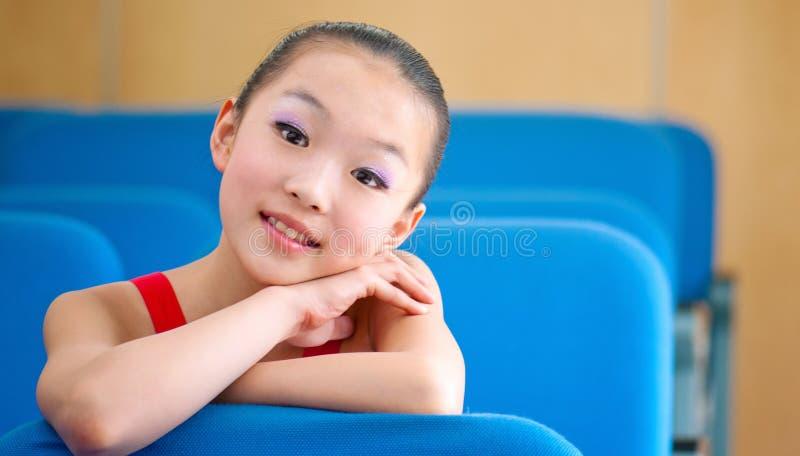 Het meisje van de zitting stock afbeelding