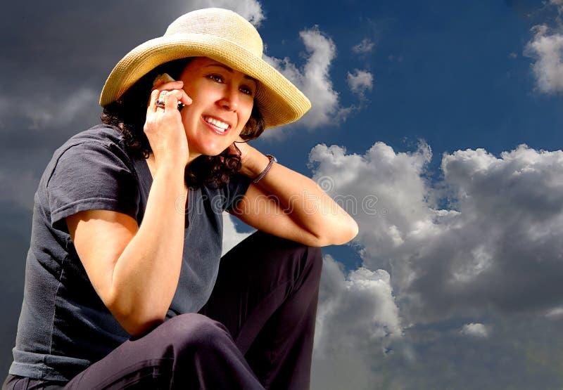 Het Meisje van het land op Telefoon stock fotografie