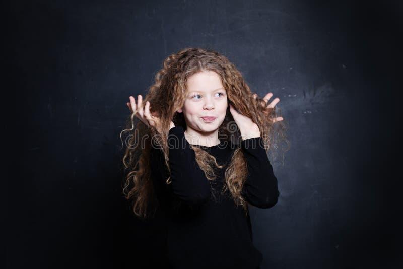 Het Meisje van het roodharigekind Leuk kind met rood haar stock afbeelding