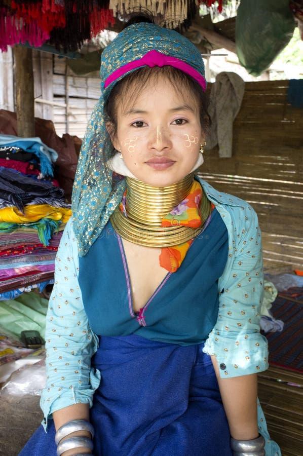 Het meisje van Kayanlahwi in een dorp royalty-vrije stock fotografie