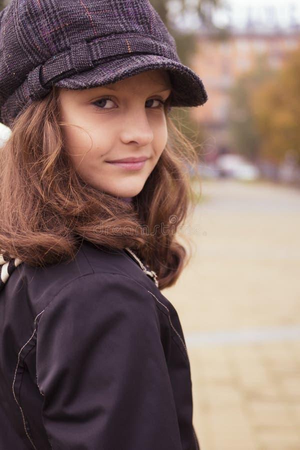 Het meisje van Nice openlucht bij de herfst royalty-vrije stock foto