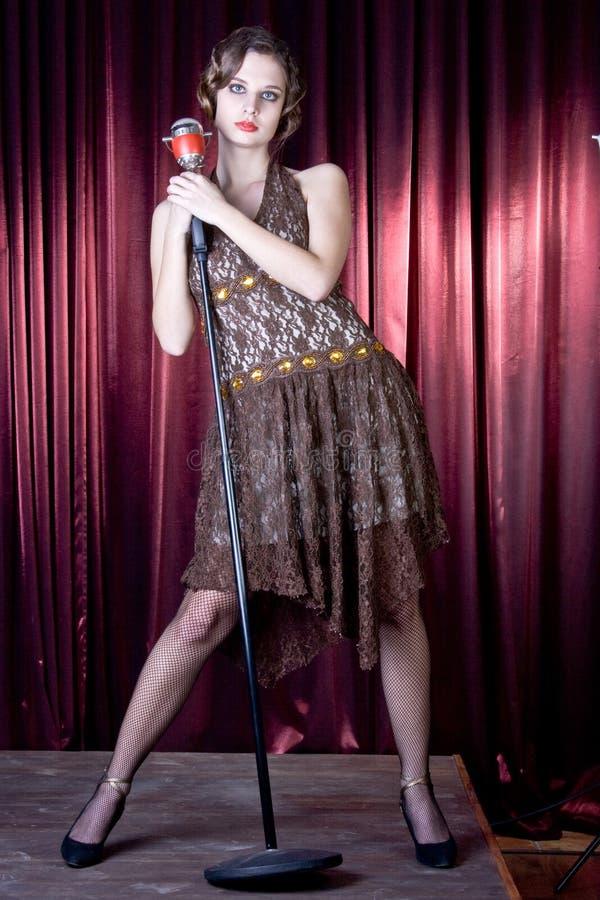 Het meisje van Nice zingt stock foto