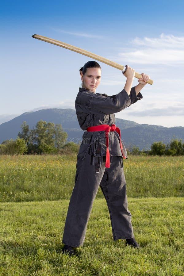 Het meisje van Ninja met zwaard Katana royalty-vrije stock afbeeldingen
