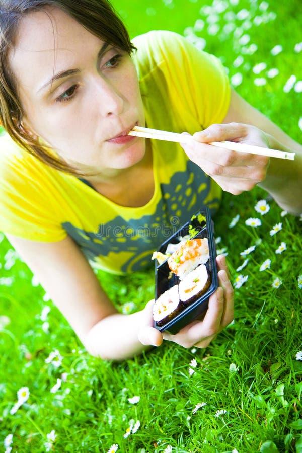 Het meisje van sushi stock foto