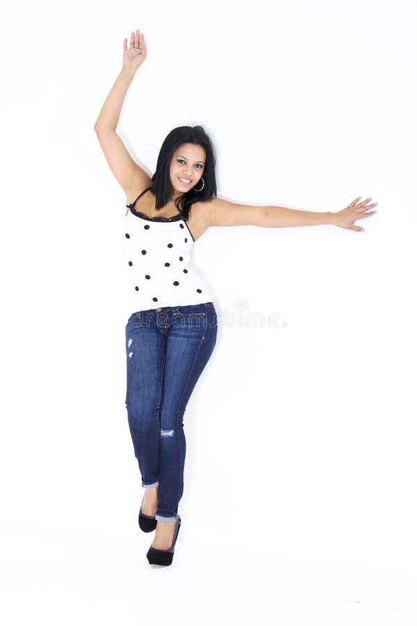 Het meisje van Yung modelleringsjeans en witte blouse royalty-vrije stock foto's