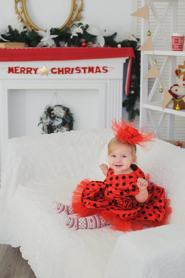 Het meisje viert Kerstmis stock fotografie