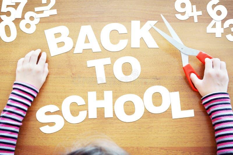 Het meisje wil terug naar school stock fotografie