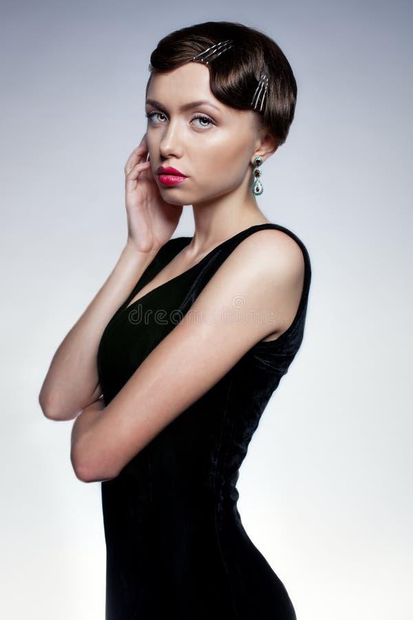 Het meisje in zwarte kleding royalty-vrije stock fotografie