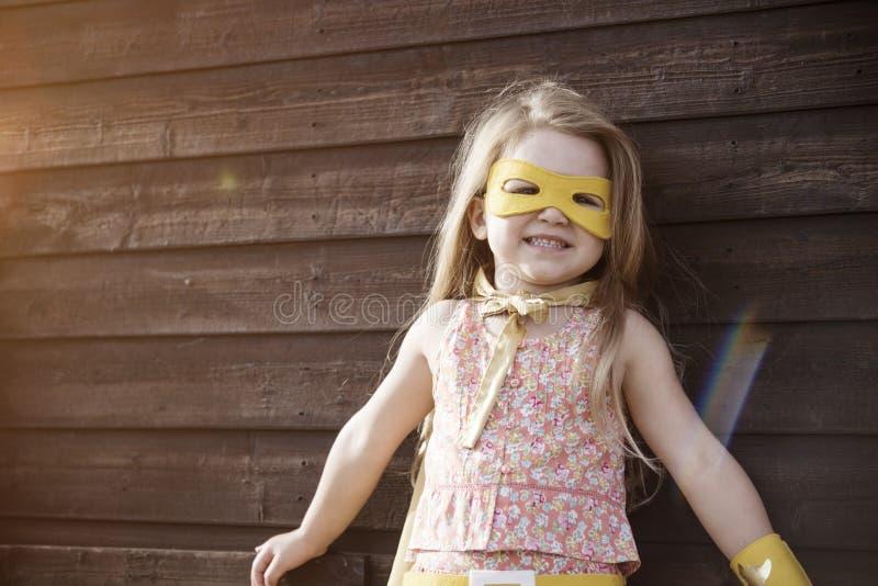 Het Meisjes Moedig Aanbiddelijk Concept van de Superherobaby royalty-vrije stock afbeelding